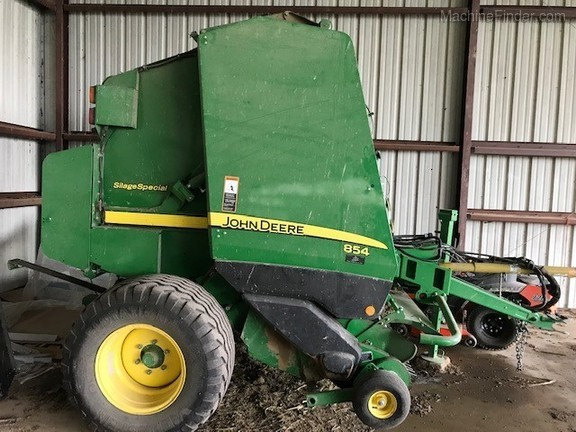 2016 John Deere 854 Silage Special Image 8