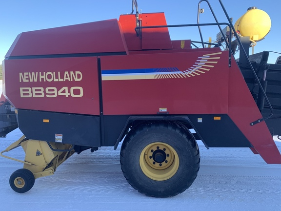 2000 New Holland BB940S Image 4