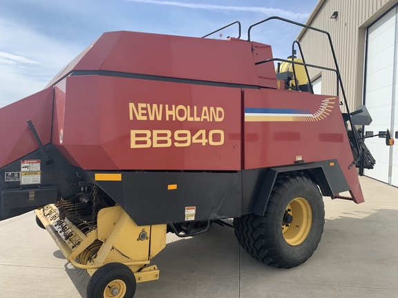 2000 New Holland BB940S Image 10