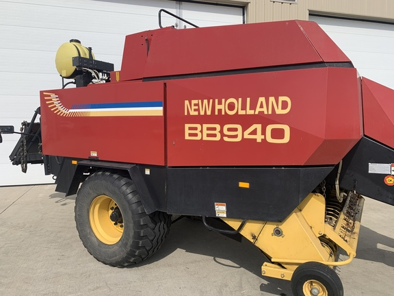 2000 New Holland BB940S Image 1