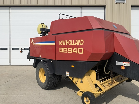2000 New Holland BB940S Image 2