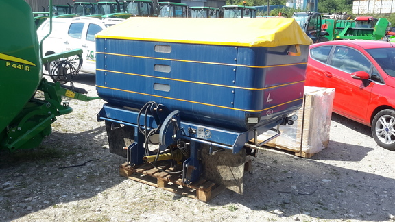 KRM L2 fertiliser spreader