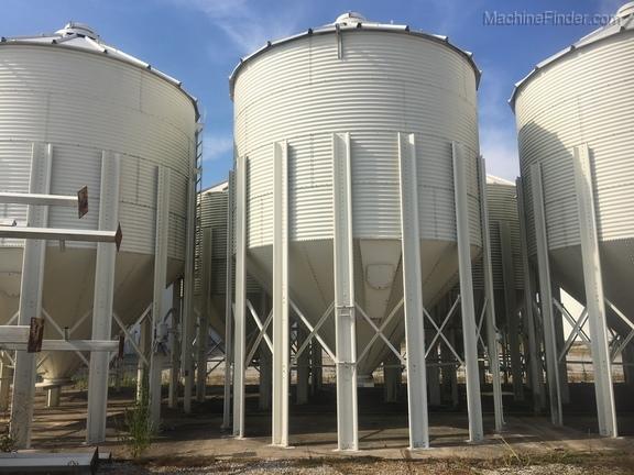 Meridian 1000 Bushel Bulk Grain Tank