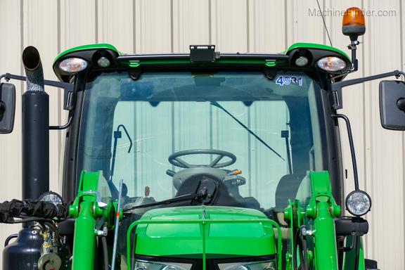 2016 John Deere 6130R-8