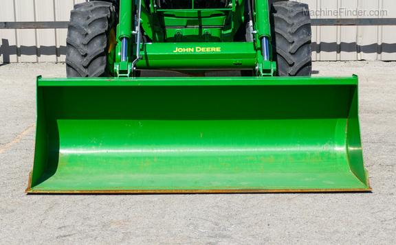2016 John Deere 6130R-32